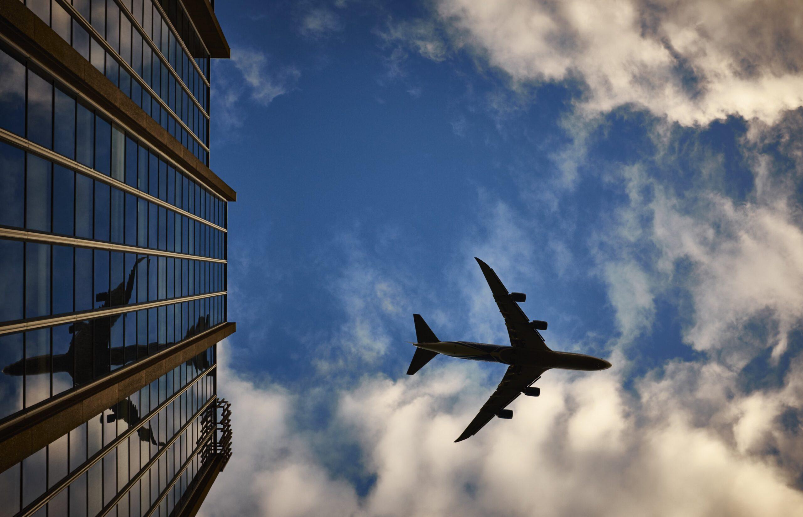 Niestawienie się do wejścia na pokład a odpowiedzialność przewoźnika lotniczego