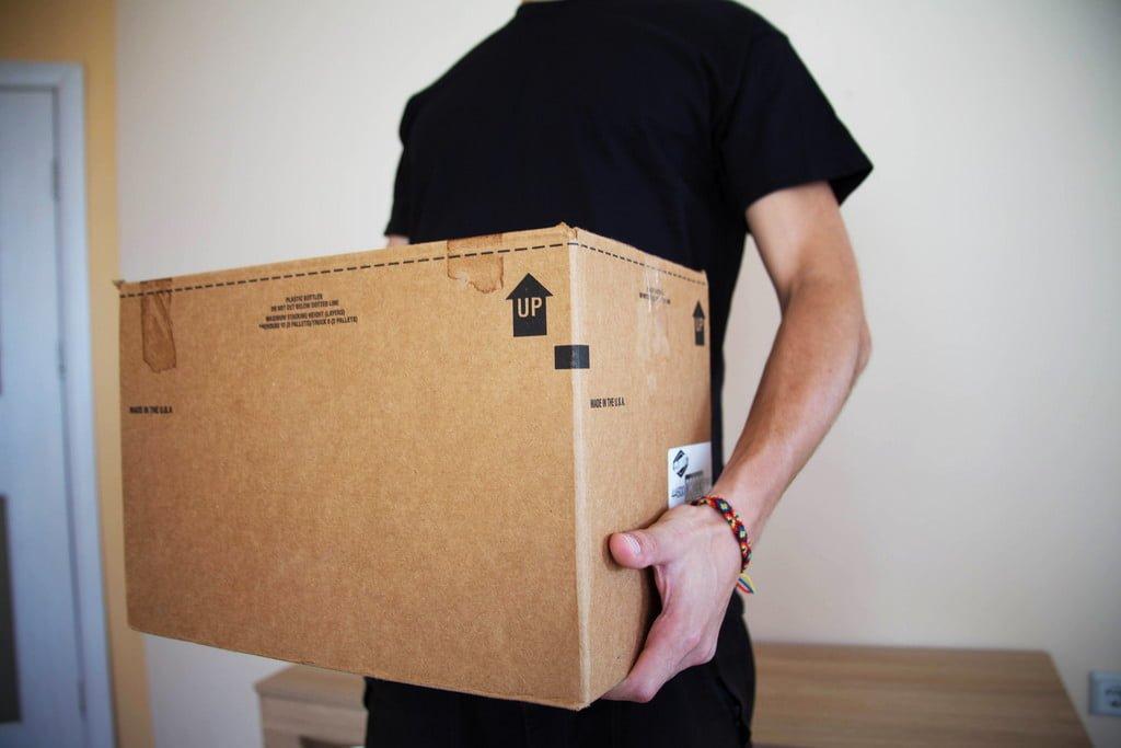 Uszkodzona przesyłka kurierska – jak postępować?
