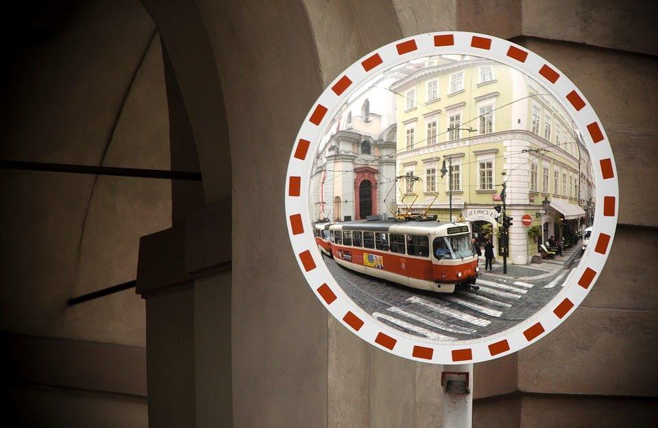 Czy tramwaj ma zawsze pierwszeństwo?