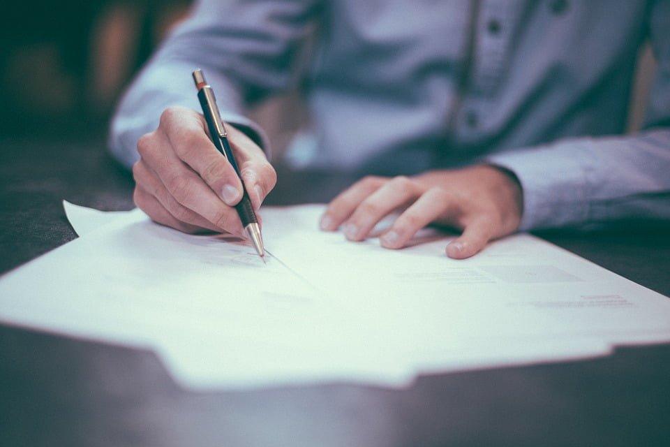 Czy umowa pożyczki zawsze musi być zawarta na piśmie?