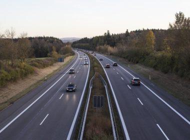 Ruch prawostronny w prawie o ruchu drogowym