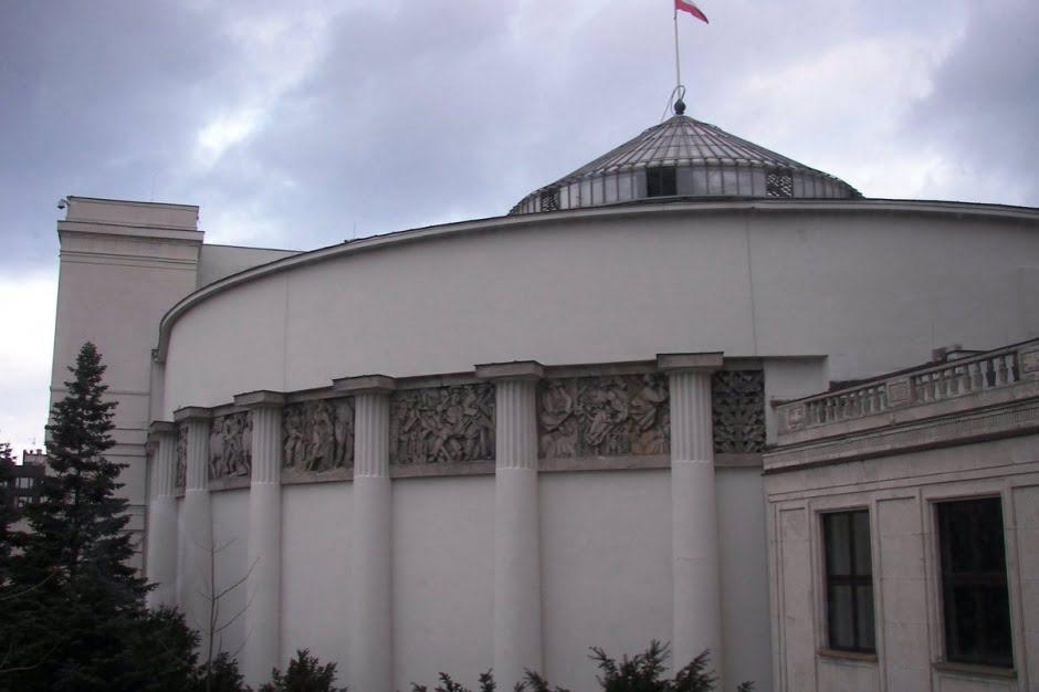 Rząd rezygnuje z projektu włączenia wiceministrów do służby cywilnej