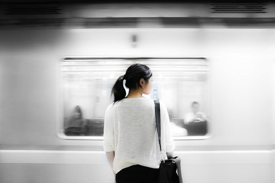 Niepełnosprawny podróżujący koleją – od jakiego momentu można mówić o niedogodności