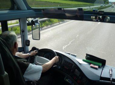 Czy kierowca musi chodzić prosto i zrozumiale się wysławiać?