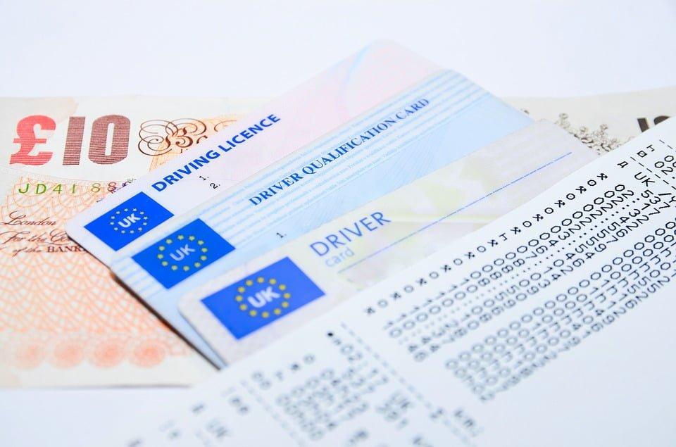 Czy można odebrać prawo jazdy, kiedy zatrzymany nie ma przy sobie dokumentów?