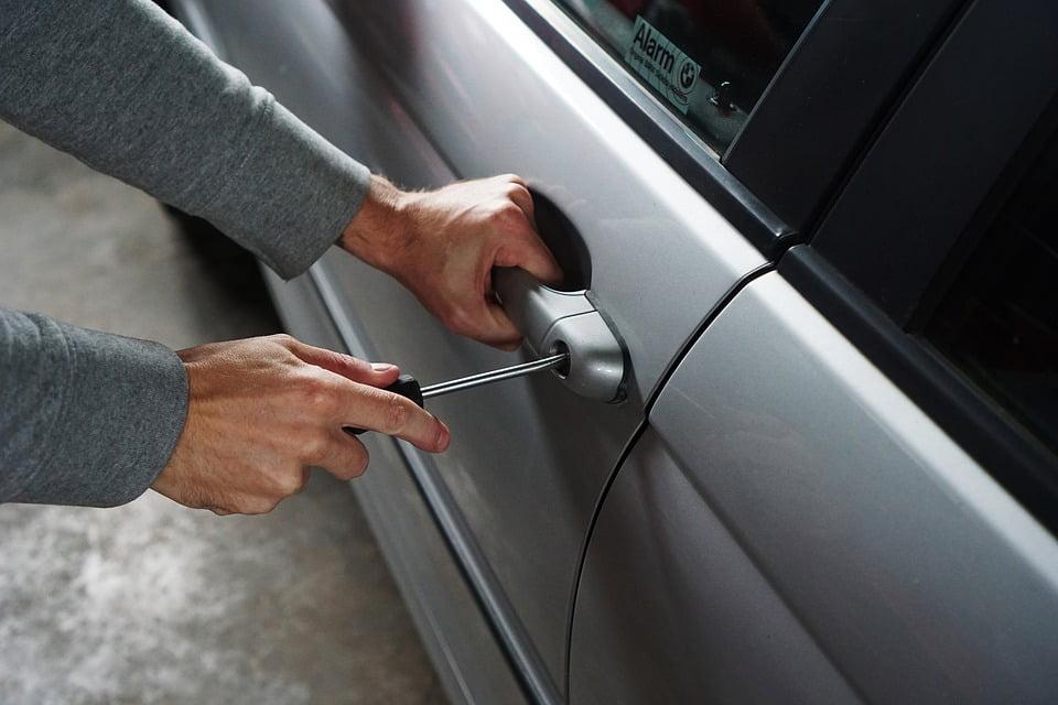 Kradzież pojazdu a ubezpieczenie AC