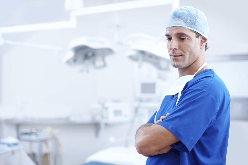 """RPO o konieczności zwrotu kosztów obrońcy lekarzowi uniewinnionemu po """"dyscyplinarce"""""""