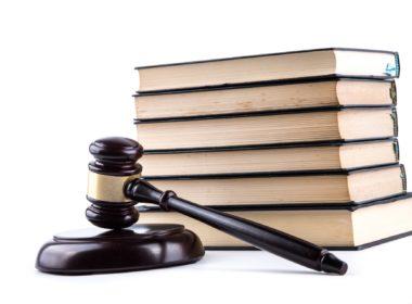 Sąd powinien mieć możliwość odbywania w zakładzie psychiatrycznym posiedzenia w sprawie przedłużenia pobytu w nim sprawcy przestępstwa