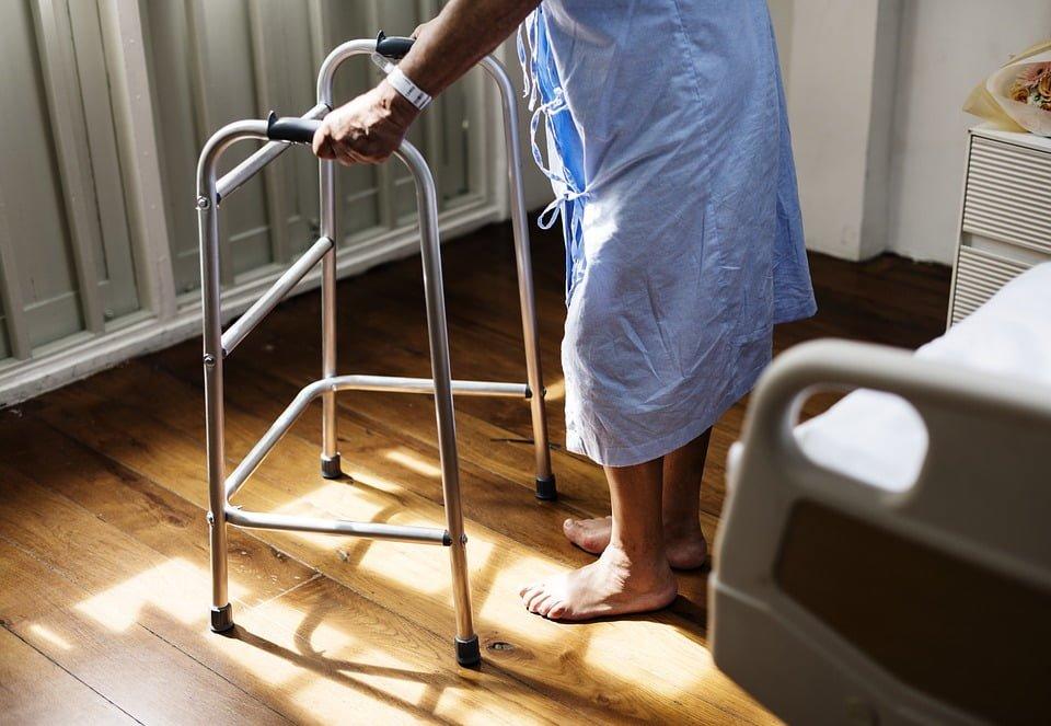 Brak właściwej opieki w szpitalu a zadośćuczynienie