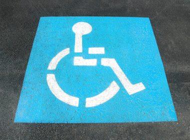 Karta parkingowa – uprawnienia osoby niepełnosprawnej w ruchu drogowym