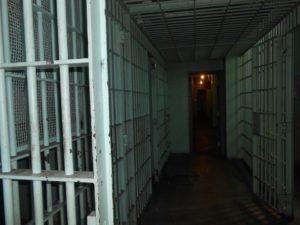 Możliwość skutecznych zażaleń na areszty - coraz bardziej iluzoryczna. Adam Bodnar proponuje zmiany