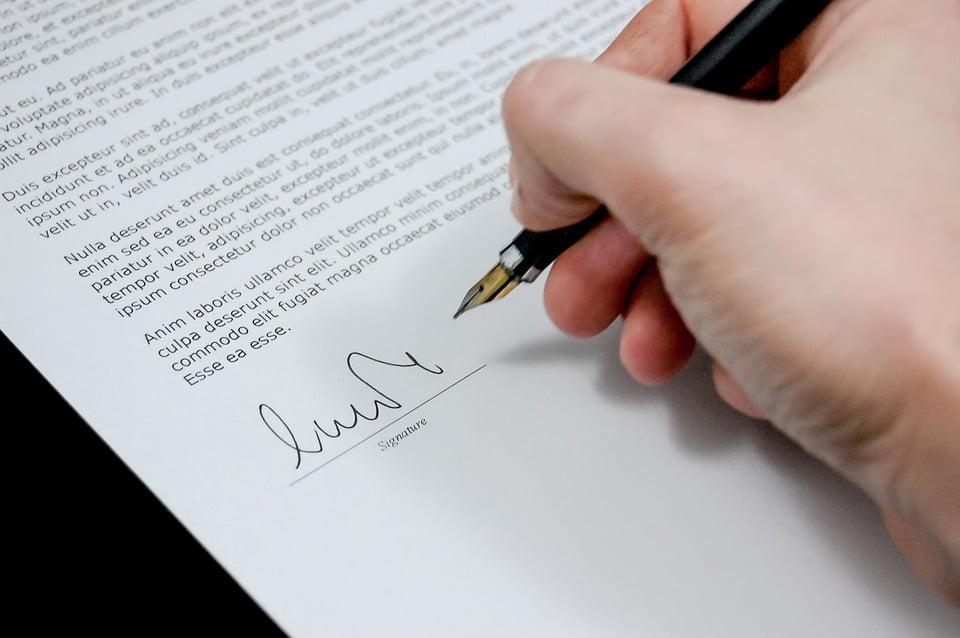 Co powinno zawierać odstąpienie od umowy zawartej na odległość?