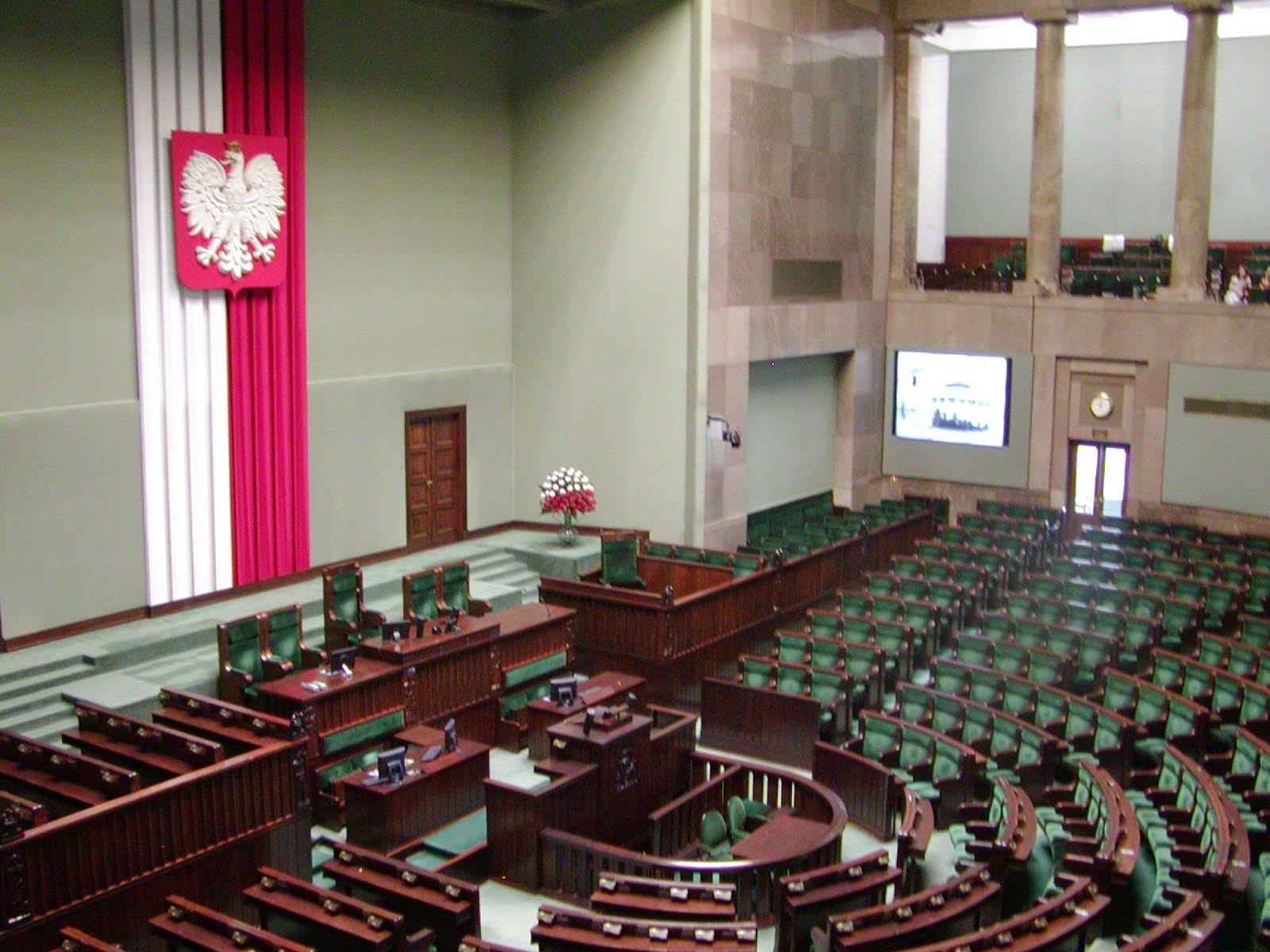 Posiedzenie plenarne Sejmu. Na stole zmiana ustawy o Policji oraz zniesienie obowiązku szczepień ochronnych