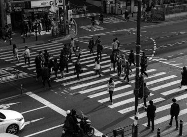 Czy wykroczenie drogowe może popełnić tylko uczestnik ruchu – pieszy, kierowca i rowerzysta?