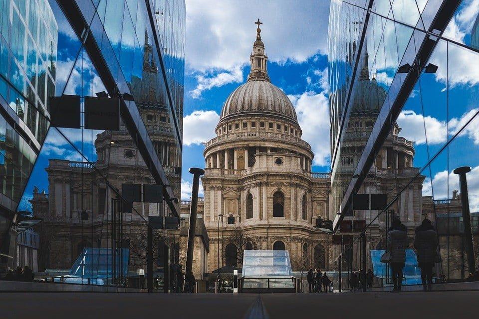 Dopuszczalność wytoczenia roszczenia przez kościół katolicki w przedmiocie zwrotu nieruchomości przejętych przez państwo