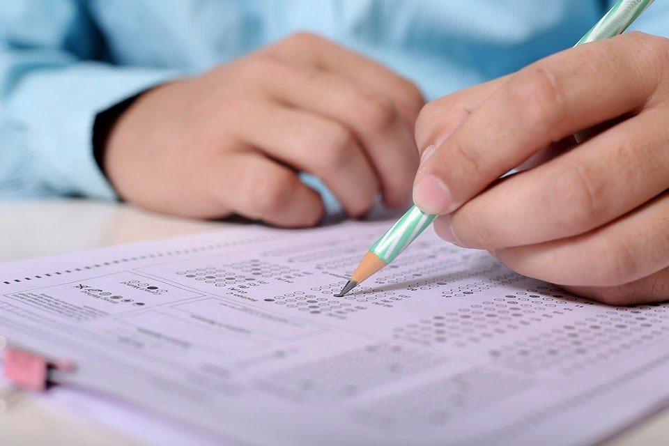 Egzaminy na aplikacje - ministerstwo opublikowało wstępne wyniki oraz pytania