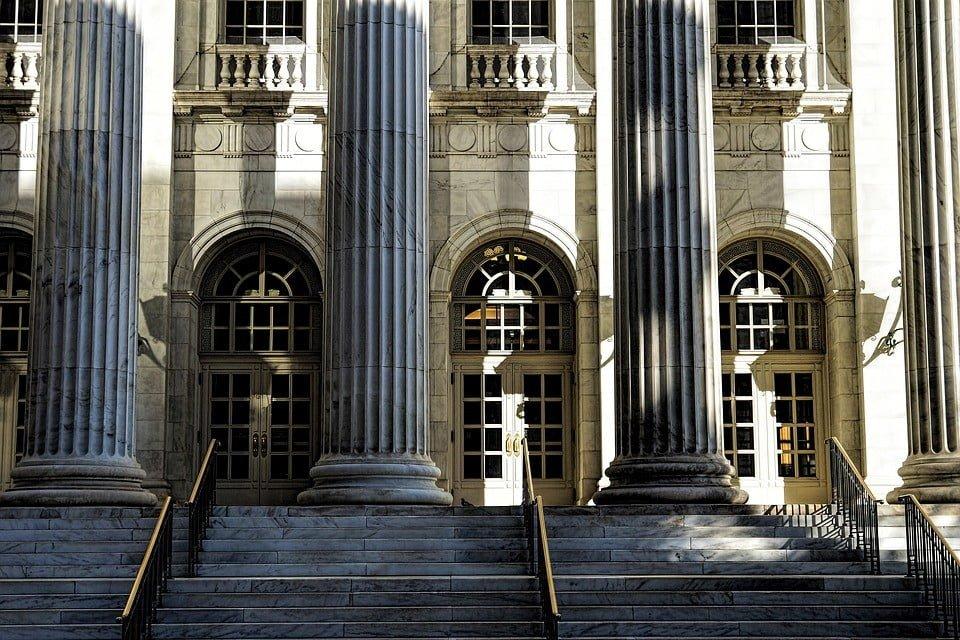 Brak możliwości łączenia funkcji ławnika i strażnika miejskiego