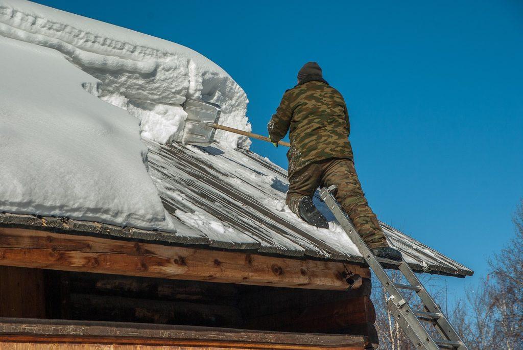 Jak odśnieżyć dach