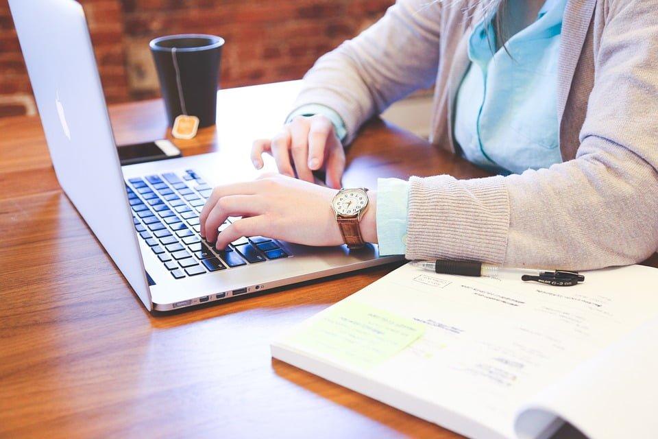 Okres wypowiedzenia a przerwanie stosunku zatrudnienia