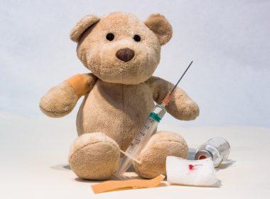 Niewłaściwe miejsce na polemikę w temacie zasadności szczepień dzieci w Polsce