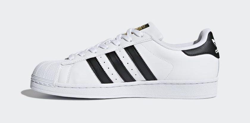 Przykład obuwia firmy Adidas z charakterystycznym znakiem pozycyjnym (fot. adidas.pl)