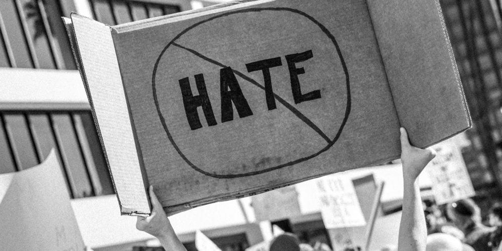 Zniesławienie i znieważenie w internecie – konsekwencje hejtu internetowego