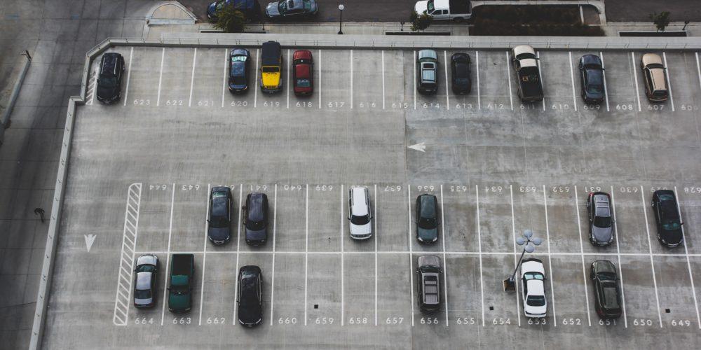 Państwo nie musi zagwarantować każdemu miejsca parkingowego – wyrok WSA w Krakowie