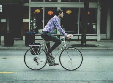Jazda rowerem bez kasku