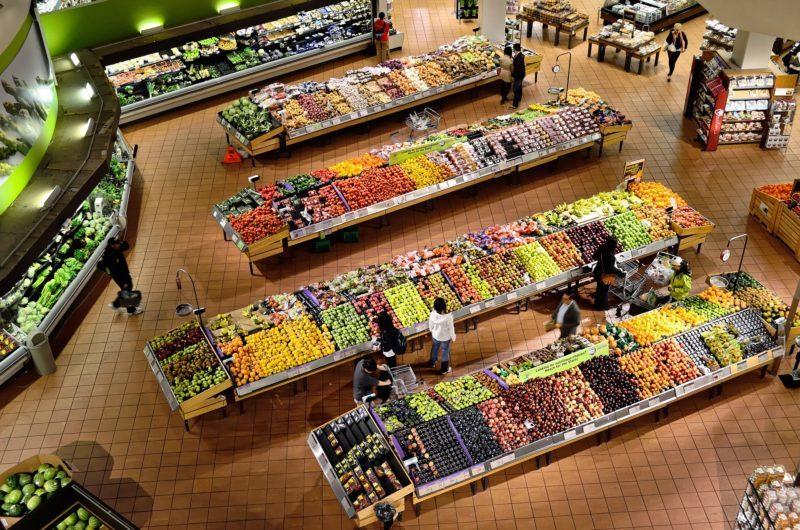 Markety będą płacić za marnowanie żywności