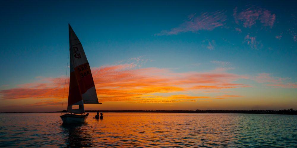Pijany żeglarz, czyli dlaczego alkohol i pływanie nie idą ze sobą w parze