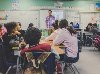 Co grozi za pobicie nauczyciela przez ucznia i ucznia przez nauczyciela?