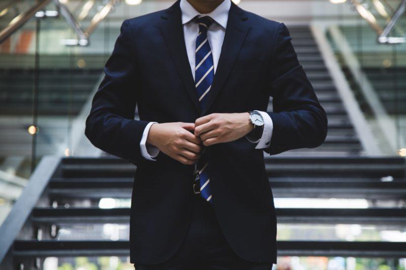 Dresscode w pracy – czy pracodawca może wymagać konkretnego stroju?