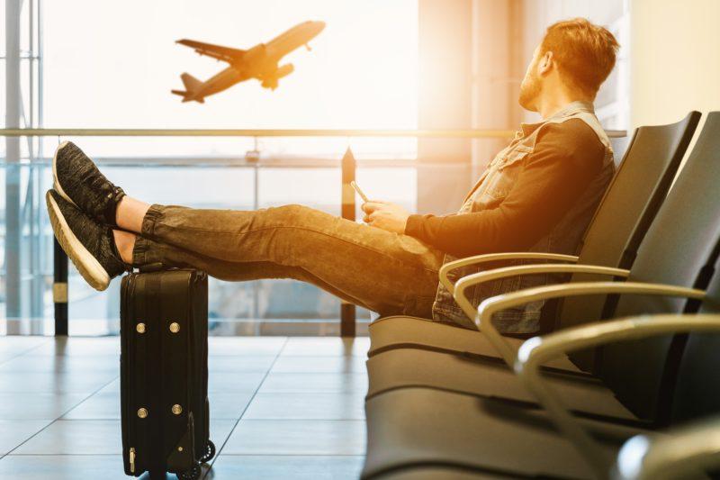 TSUE: za opóźniony lot należy się nie tylko ryczałtowe odszkodowanie