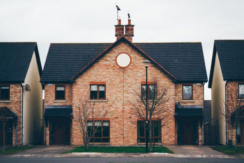 Umowa przedwstępna sprzedaży nieruchomości – na co zwrócić uwagę?