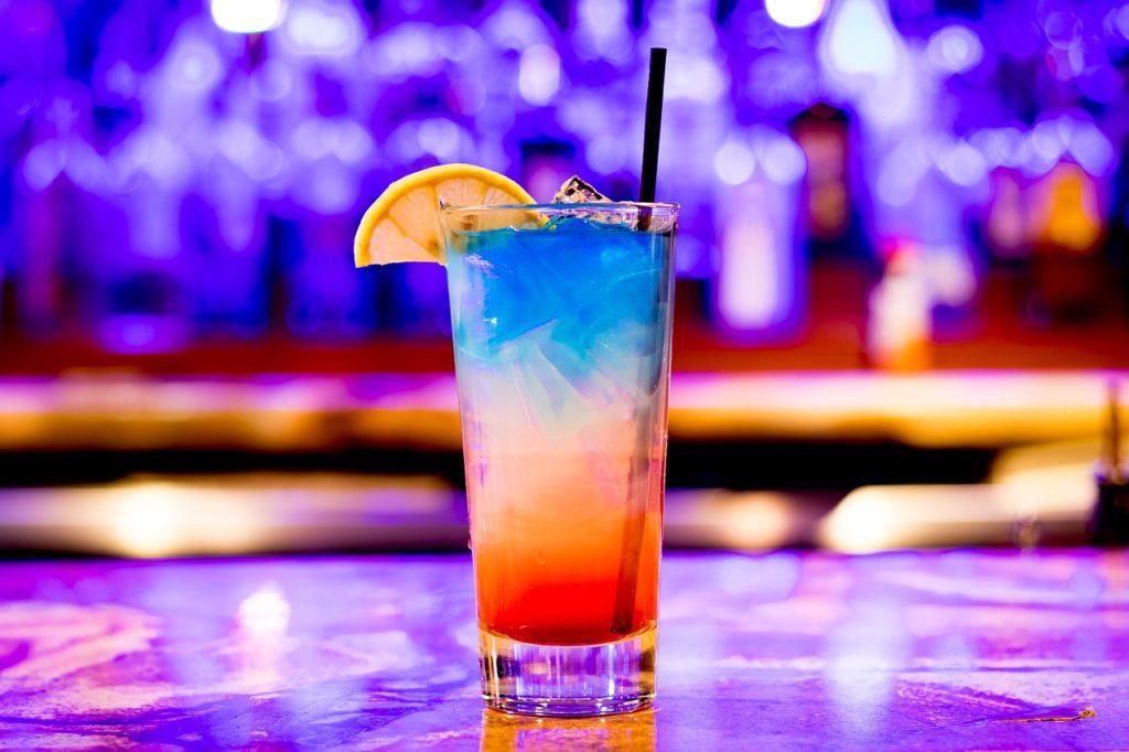 Reklama napojów alkoholowych w internecie (na zdjęciu: Drink alkoholowy)