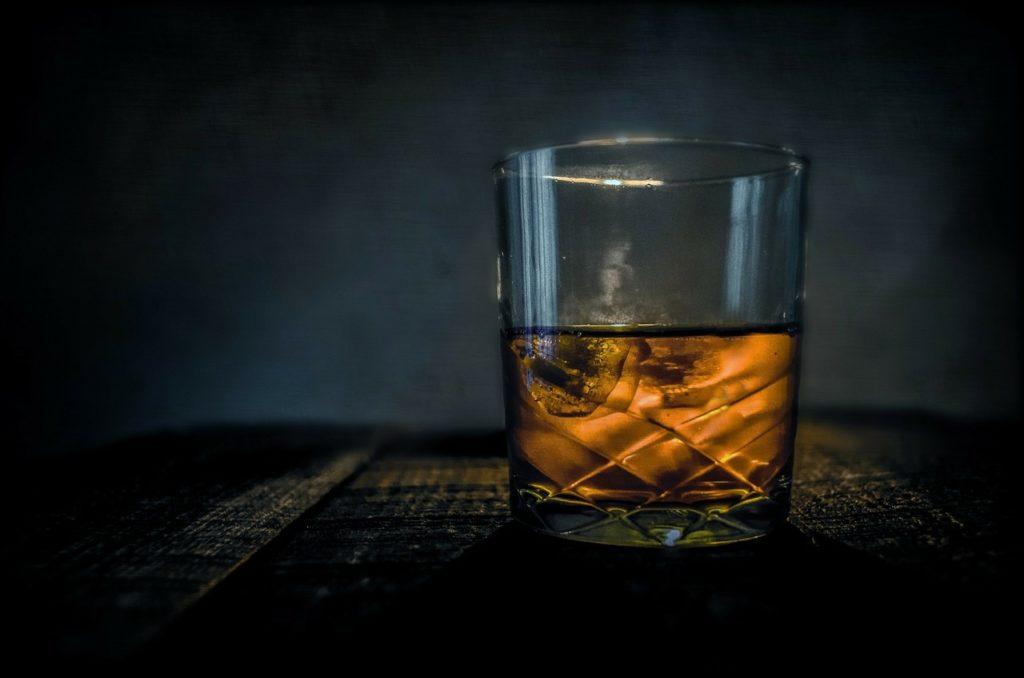 Zakaz reklamy alkoholi (na zdjęciu: whisky)
