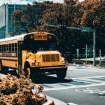 Dziecko ma daleko do szkoły? Gmina powinna zapewnić bezpłatny transport
