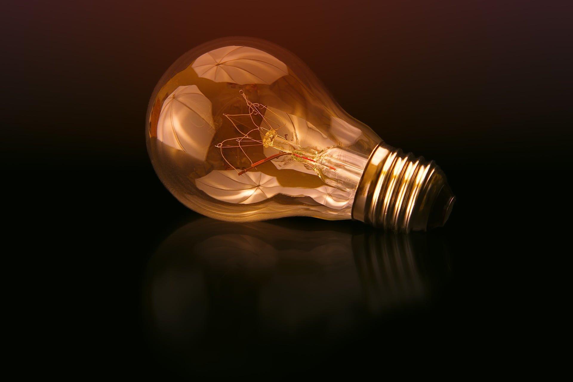 Rekompensata za droższy prąd? Rząd chce nam zwrócić koszt nadwyżki