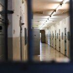 Na czym polega odbywanie kary pozbawienia wolności w systemie terapeutycznym?
