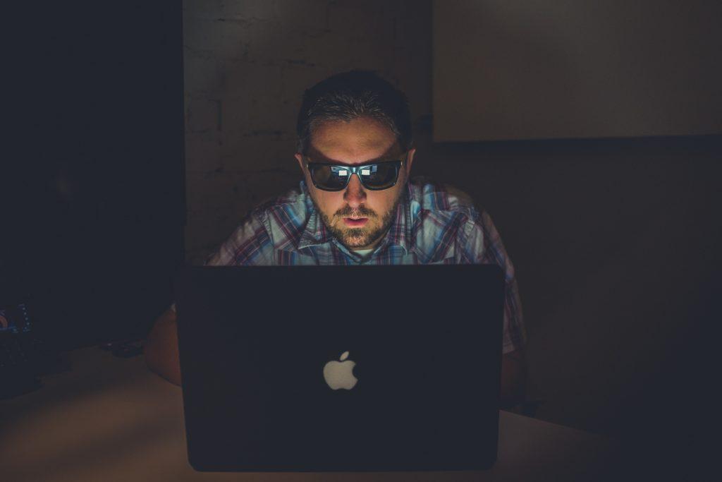 Kim jest pirat komputerowy?