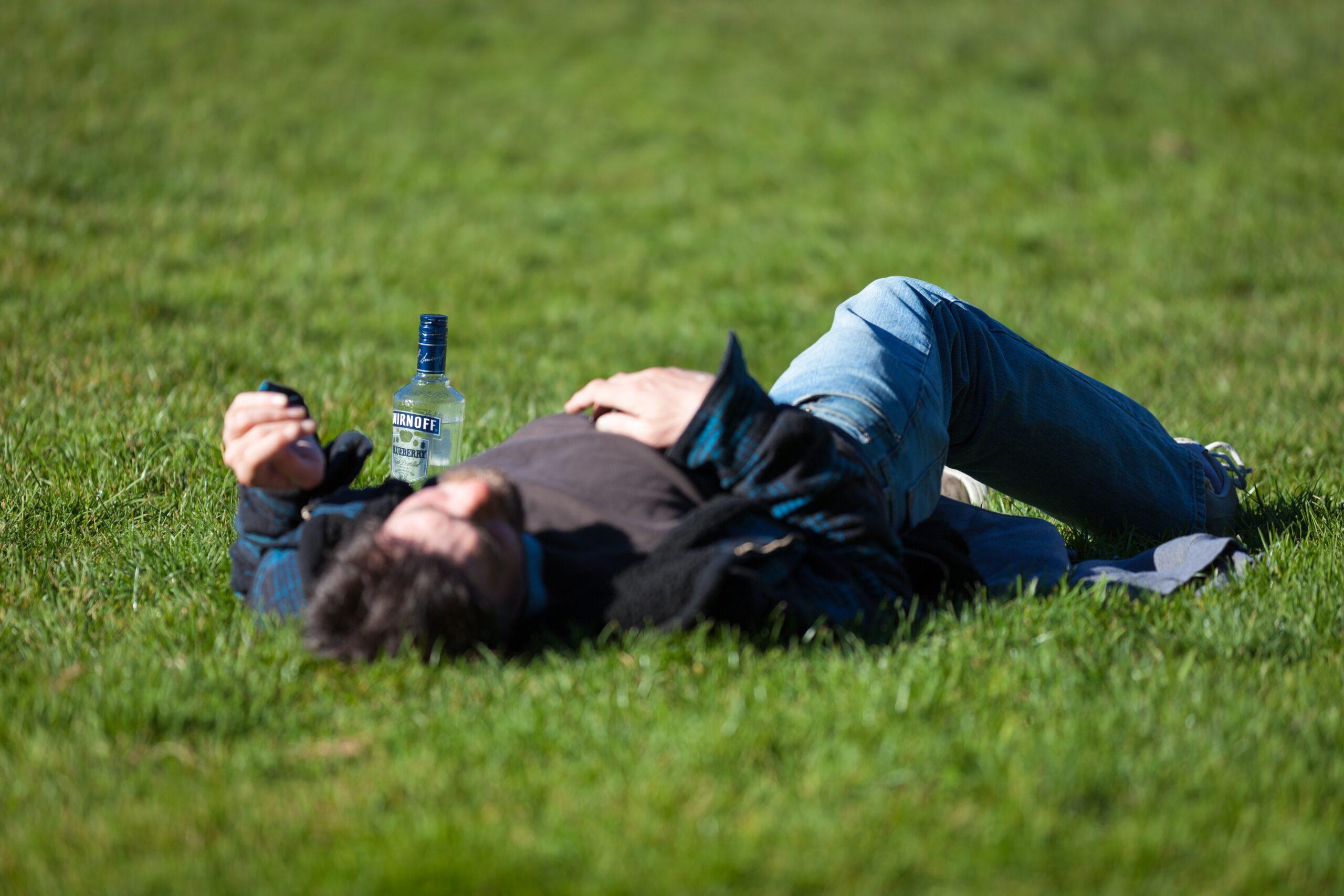 Zasiłek chorobowy a nadużywanie alkoholu