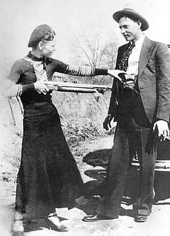 Bonnie i Clyde (zdjęcie znalezione podczas ataku na kryjówke gangu)