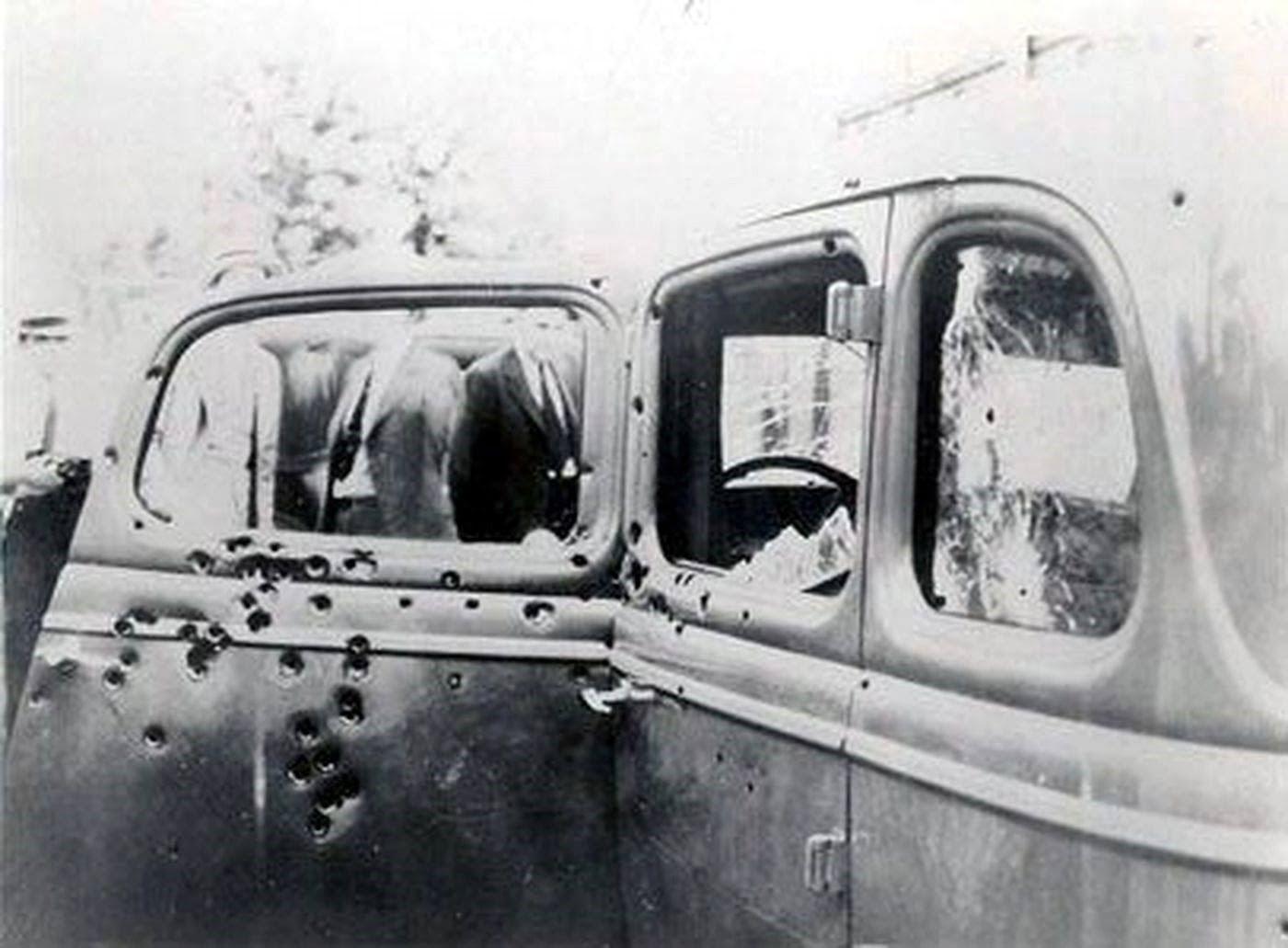 Ford V8 ostrzelany w policyjnej zasadzce