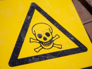 Narażenie na niebezpieczeństwo – kto korzysta z ochrony i w jakich sytuacjach?
