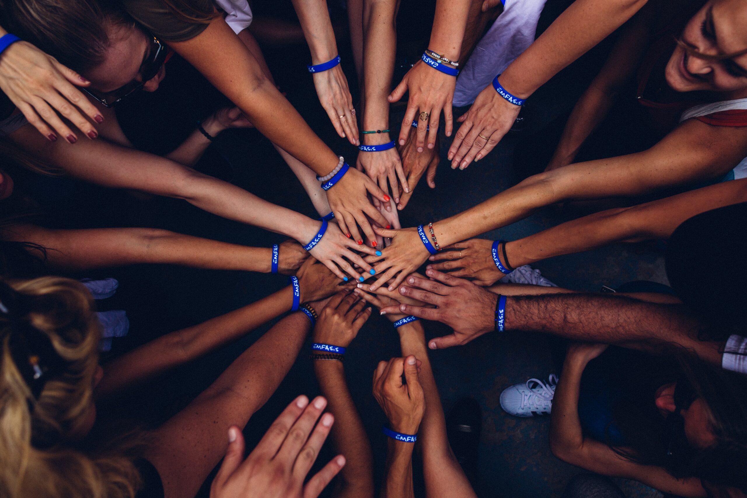NGO, czyli organizacja pozarządowa – równowaga pomiędzy polityką a biznesem