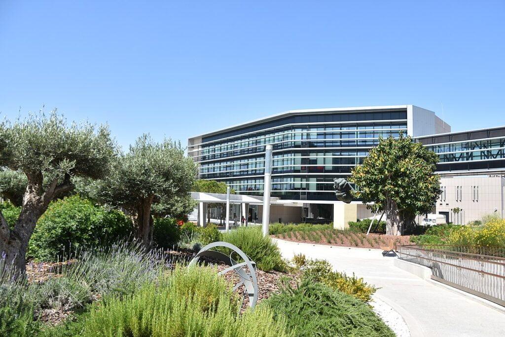 Główna siedziba Urzędu Unii Europejskiej ds. Własności Intelektualnej (EUIPO)