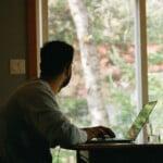 Czy pracownik może odmówić powrotu z pracy zdalnej do biura?