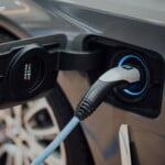 Samochód elektryczny – czy to się podatkowo opłaca?